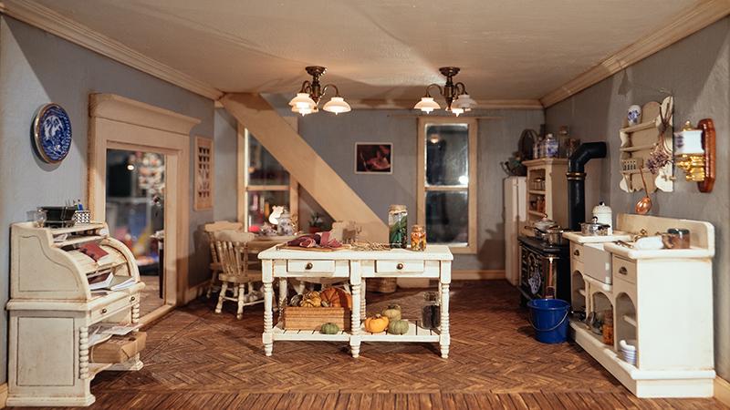 wooden-dollhouse-kit
